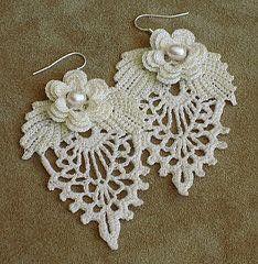 Irish lace earrings by Hedda Vatter Crochet Motifs, Freeform Crochet, Thread Crochet, Irish Crochet, Crochet Crafts, Crochet Projects, Crochet Patterns, Knitting Patterns, Lace Earrings