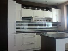 kalená sklenená kuchynská zástena Kitchen Cabinets, Kitchen Appliances, Wall Oven, Home Decor, Diy Kitchen Appliances, Home Appliances, Decoration Home, Room Decor, Cabinets