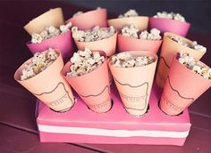 Cute idea for movie night or emmy/oscar party. Popcorn in pink paper cones Slumber Party Snacks, Diy Snacks, Slumber Parties, Healthy Snacks, Popcorn Holder, Popcorn Cones, Pink Popcorn, Popcorn Stand, Popcorn Favors