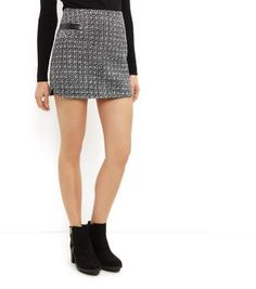 """Cameo Rose. For a statement mini skirt opt for this boucle leather-look trim number. Pair with a black high neck top and ankle boots for work to weekend looks.- Boucle knit design- Leather-look trim- Zip back fastening- Casual fit that is true to size- Mini length- Model is 5'8""""/176cm and wears UK 10/EU 38/US 6"""