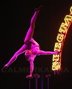 PARISIAN CAN-CAN THEMED ENTERTAINMENT - STUNNING ACROBATIC ACT