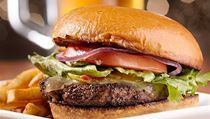 7 Gourmet Burger Recipes You Can Cook Yourself Menu Burger, Burger Joy, Burger And Fries, Good Burger, Burger Restaurant, Ideas Sándwich, American Burgers, Food Substitutions, Pub Food
