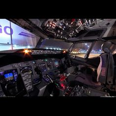 Flight Deck of Boeing B737-800