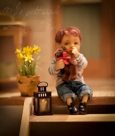 Little boy by Catherine Muniere Tiny Dolls, Ooak Dolls, Barbie Dolls, Dollhouse Dolls, Miniature Dolls, Dollhouse Miniatures, Mini Bebidas, Doll House People, Victorian Dolls