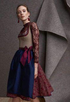 épinglé par ❃❀CM❁✿⊱Trachten Trends 2017/2018 | Kinga Mathe  |  S❤ Folk Fashion, Fashion 2017, Vintage Fashion, Womens Fashion, German Costume, Casual Dresses, Girls Dresses, Dirndl Dress, Mode Inspiration