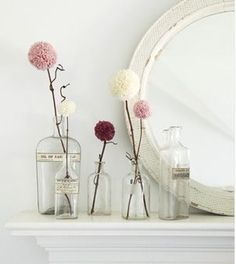 Pom pom dandelion flowers for decoration all around the party area. use extra thick and bulky yarn for big, fluffy pom-pom flowers Pom Pom Flowers, Yarn Flowers, Pom Poms, Diy Flowers, Winter Flowers, Spring Flowers, Real Flowers, Vintage Flowers, Flower Vases
