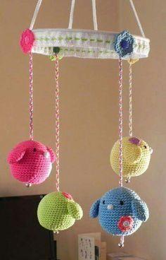 Nice amigurumi birds mobile by Haak Maar Aan. Crochet Baby Mobiles, Crochet Bunting, Crochet Mobile, Crochet Baby Toys, Crochet Birds, Crochet Amigurumi, Love Crochet, Crochet For Kids, Crochet Animals