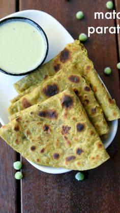 matar paratha recipe | matar ka paratha | green peas paratha with detailed photo and video recipe. easy and healthy green coloured paratha recipe prepared with green peas paste and wheat flour. it is a perfect spicy indian flatbread recipe, ideal for dinner or lunch boxes and can be served with simple yogurtraitaandpickle recipe. moreover, kids should easily like it because of the attractive dark green colour.