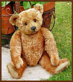 What a gorgeous Teddy....looks like a possible vintage steiff, but I'm not sure.  Would love this guy in my hug ...