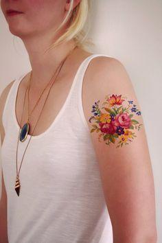 He encontrado este interesante anuncio de Etsy en https://www.etsy.com/es/listing/258080265/flores-tatuaje-temporal-temporal