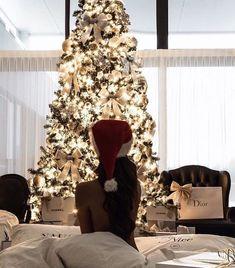 Christmas photos, christmas mood, christmas is coming, luxury christmas dec Christmas Mood, Noel Christmas, Christmas Is Coming, Christmas Photos, Xmas, Christmas Love Couple, Luxury Christmas Tree, Christmas Morning, Decoration Christmas