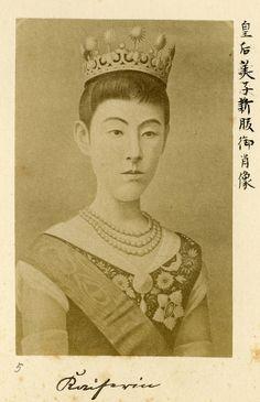Empress Shōken / Shōken-kōgō (9 May 1849 – 9 April 1914) was empress consort of Emperor Meiji || Photo by Uchida Kuichi