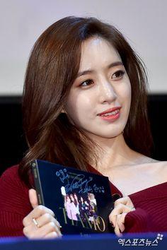 티아라 은정 '정성 담은 사인 앨범 들고 활짝'[포토] | 엑스포츠뉴스