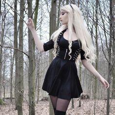 Maria Amanda, love her everything! Gorgeous woman and blonde goth! Gothic Girls, Gothic Art, Dark Fashion, Gothic Fashion, Metal Fashion, Visual Kei, Dress Outfits, Fashion Outfits, Fashion Tips