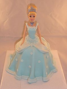 Birthday cake Doll ✅ Best 79 ideas of Birthday cake Doll 2019 with our website HD Recipes. Barbie Doll Birthday Cake, Birthday Cake Girls, Cinderella Doll, Cinderella Birthday, Barbie Cake Designs, Doll Cake Tutorial, Elsa Torte, Dolly Varden Cake, Bolo Barbie