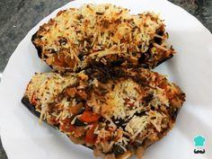 Aprende a preparar Berenjenas rellenas de verduras al horno con esta rica y fácil receta. Si estás a dieta o simplemente quieres comer algo saludable pero riquísimo, prueba esta receta...
