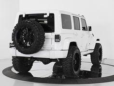 Celebrity Auto Group | 2013 Jeep Wrangler Unlimited Sahara 4X4