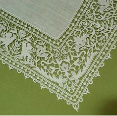 Wish I could own this extraordinary piece of antique lace!Someone's mama taught them well ! Needle Lace, Bobbin Lace, Drawn Thread, Linens And Lace, Antique Lace, Embroidery Patterns, Tatting, Needlework, Antiques