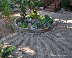 Digging » Garden tours 2010- idea for laying bricks/pavers for a circular patio area