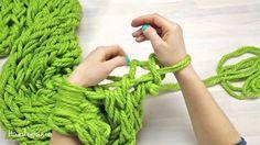 bufanda con las manos verde