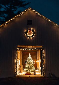 Looking for for ideas for christmas aesthetic?Navigate here for unique X-Mas inspiration.May the season bring you peace. Diy Christmas Lights, Christmas Tree Farm, Christmas Mood, Merry Little Christmas, Outdoor Christmas, Country Christmas, All Things Christmas, Christmas Decorations, Winter Things