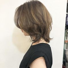 Pin on ヘアスタイル Korean Short Hair, Short Hair Cuts, Short Hairstyles For Women, Cool Hairstyles, Pelo Ulzzang, Middle Hair, Medium Hair Styles, Long Hair Styles, Shot Hair Styles