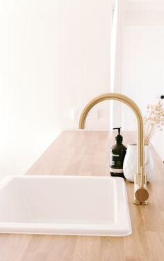 Kitchen Mixer, Kitchen Taps, Buy Kitchen, Bathroom Design Inspiration, Bathroom Interior Design, Modern Interior Design, Laundry Room Design, Laundry In Bathroom, Blue Centerpieces