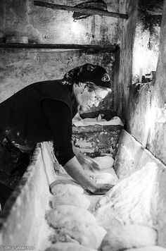 Pão em forno centenário / Bread in old oven (© Jorge Sarmento) my grandmother did it this way until her death in 1975