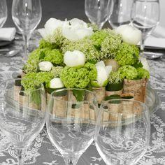 Tischdeko in Grün und Weiss ist schlicht und dennoch elegant....