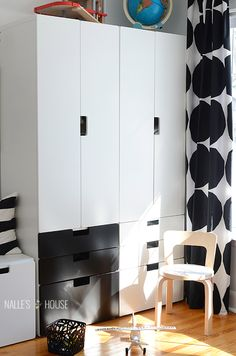 Homeowner went for a little black in the stuva units. It helps them tie in with all the black and white in the marimekko kivet curtains and Artek Moomin chair. The black also helps the boys know which wardrobe is theirs.