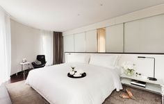 ME London Hotel _ Foster + Partners _ passion suite