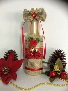 Christmas Fair Ideas, Christmas Crafts For Kids, Christmas Diy, Cd Crafts, Diy Crafts For Gifts, Christmas Wine Bottles, Wine Bottle Crafts, Deco Table, Christmas Decorations