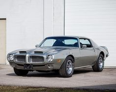 The second generation Pontiac Firebird Trans Am was officially unveiled in 1970 when the American manufacturer introduced a new car incorporating a new look Firebird Formula, Pontiac Firebird Trans Am, My Dream Car, Dream Cars, Pontiac Cars, Pony Car, American Muscle Cars, Cool Cars, Weird Cars