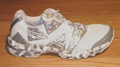 Asics Gel Noosa Tri-8 in silver and white.