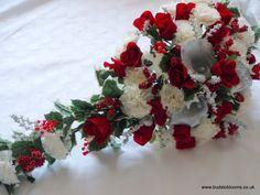 Christmas wedding Flowers Keywords: #weddings #jevelweddingplanning Follow Us: www.jevelweddingplanning.com  www.facebook.com/jevelweddingplanning/