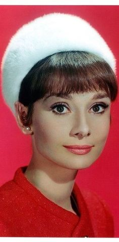 On old portrait in color all of great actrees of 50s #AudreyHepburn up America Memory Book of History of they #Films on Wordl