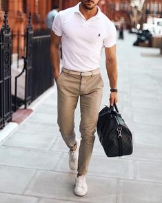 11 Stylish chino outifts for the summer! - Mr Streetwear Magazine - Dressed up - Chinos Men Outfit, Beige Chinos, Stylish Mens Fashion, Men's Fashion, Stylish Man, Fashion Bags, Outfit Des Tages, Herren Style, Herren Outfit