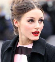 Olivia Palermo porte à merveille le rouge à lèvres mat