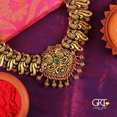 Grand Gold Necklace From GRT Jewellers ~ South India Jewels Latest Necklace Design, Necklace Designs, Real Gold Jewelry, Gold Jewellery Design, Handmade Jewellery, Indian Jewelry, Diamond Cross Necklaces, Pandora, Antique Necklace