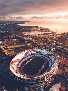 La imagen puede contener: cielo y exterior River Phoenix, Soccer Stadium, Football Stadiums, Photo Background Images, Photo Backgrounds, Escudo River Plate, River Drawing, Soccer Art, Football Images