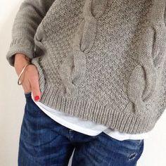 Pattern Brooklyn Tweed - Hawser by La Po. Brooklyn Tweed, Crochet Woman, Knit Crochet, Knitting Stitches, Hand Knitting, Pull Torsadé, Fabric Yarn, How To Purl Knit, Knitwear