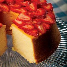 Just Desserts, Delicious Desserts, Dessert Recipes, Yummy Food, Baking Recipes, Strawberry Sheet Cakes, Strawberry Cake Recipes, Pond Cake, Best Pumpkin Pie