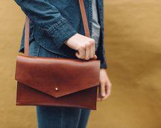 Horween Leather Purse por JessJoyHanson en Etsy