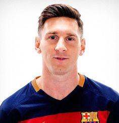 Lionell Messi ist ein Fußball-Spieler, ist der beste der Welt, weil er viele Fähigkeiten. Ja,er kann Geschwindigkeit läuft,gute Kontrolle,kick footbal…   Lionell Messi ist ein Fußball-Spieler, ist der beste der Welt, weil er viele Fähigkeiten. Ja,er kann Geschwindigkeit läuft,gute...