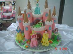 Bolo Castelo das Princesa os dois andares feitos de bolo de nozes com damasco, ensinado nas aulas nos centros culinários....saudades...rsrsr