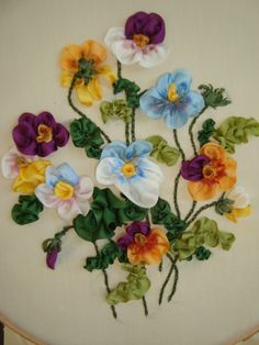 Gallery.ru / Фото #7 - вышивка шелковыми лентами - seidenliebe Silk Ribbon Embroidery, Ribbon Work, Pansies, Embroidery Designs, Projects To Try, Floral Wreath, Pretty, Flowers, Ribbons