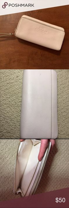 Coach Pebbled Leather Accordion Wallet Beautiful creme coach according style wallet. Slight wear on the corners, (but as to be expected after use 😅)12 card slots, 2 extra slots as well as a change pouch. The change pouch also has some wear but no one will see that, I will be more than happy to post more pictures if asked This item has been authenticated so no need to worry about purchasing a fake ❤️ Coach Bags Wallets