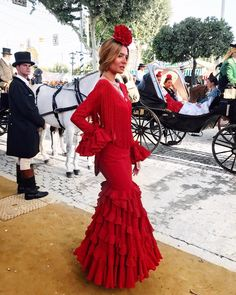 Las influencer más conocidas se pasean por la Feria de Abril de Sevilla Spanish Dress Flamenco, Spanish Style Weddings, Dance Paintings, Wedding Decorations, Costumes, Celebrities, Lady, Womens Fashion, Andalucia Spain