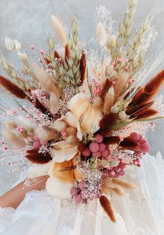 Yup, we are full-blown fangirling over this dried floral bouquet. Bouquet En Cascade, Dried Flower Bouquet, Diy Bouquet, Floral Wedding, Fall Wedding, Wedding Flowers, Boho Wedding, Rustic Wedding, Floral Bouquets