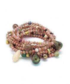 Bracelet de perles roses Gorge de Pigeon, gouttes semi précieus et charms de Lara chez LESSisRARE.fr Rhodonite 245.00€